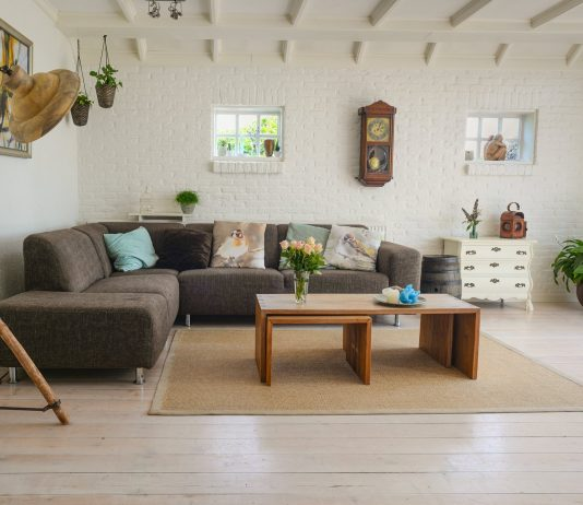 living-room-couch-interior-room-584399-534x462 Úvod
