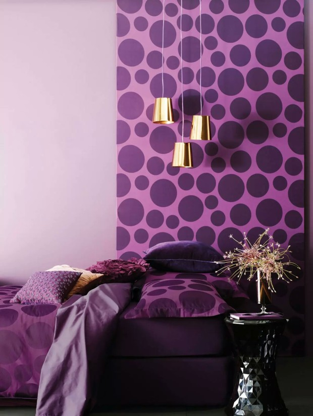 wonderful-purple-modern-wallpaper-idea-620x825 Zakomponujte farbu roka 2018 do svojho domova