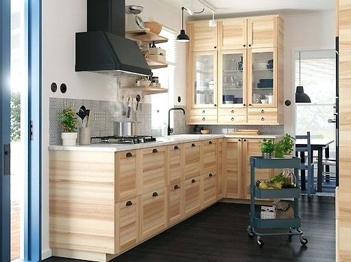 ikea-small-kitchen-ideas-2019-kitchens-inspiration-solid-ash-fronts-solution-cabinets-drawers-pictures TOP tipy pre malé bytové kuchyne