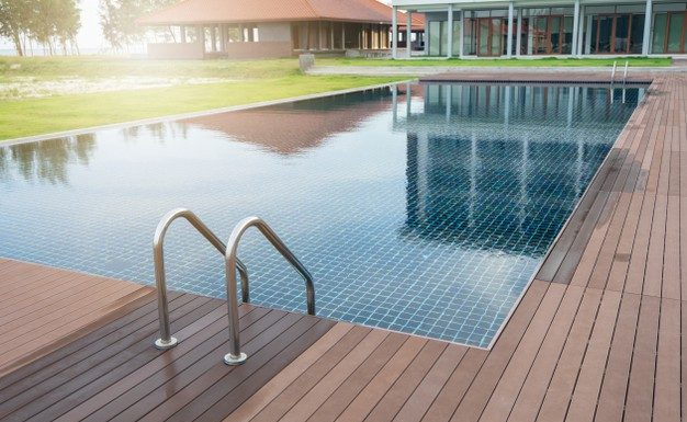 swimming-pool-hotel-with-stair-wooden-deck-beach_42483-321-626x385 Úvod